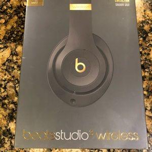 Beats by Dre studio 3 wireless headphones NWT